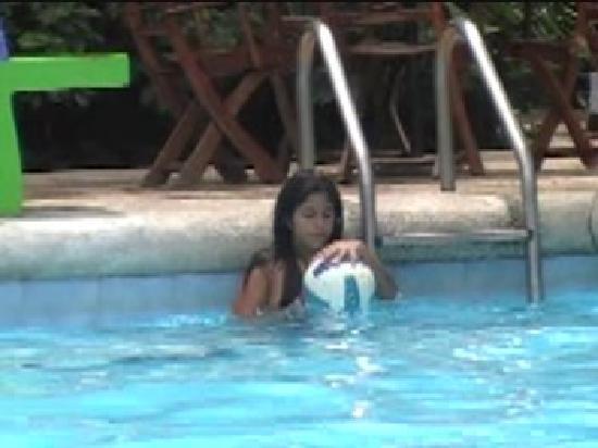 Cocoliso Island Resort : Feliz en la Piscina