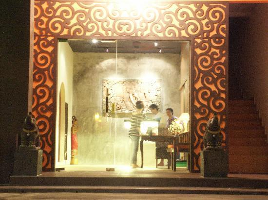 Zen Reflexology & Wellness Center: Photo taken from outside of the shop