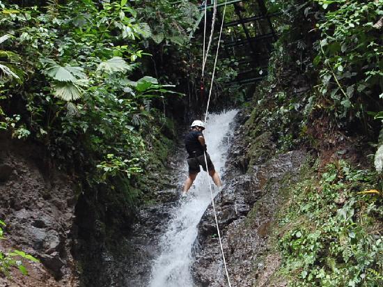 Desafio Adventure Company: canyoning en la fortuna