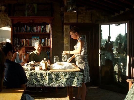 Le Casine di Castello: Isabella teaching us how to make Pici