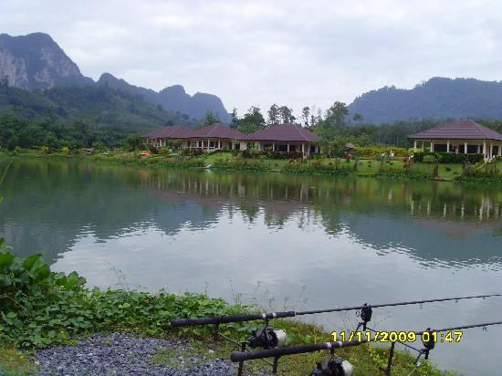 Gillhams Fishing Resorts: The lake and rods