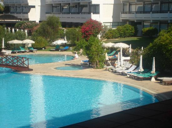Grecian Bay Hotel : Iced flannels by pool lovely