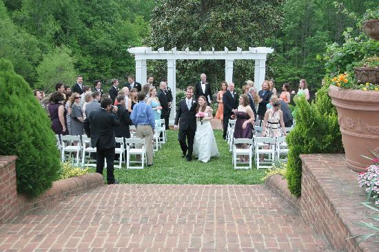 Clover Forest Plantation : The ceremony overlooked all the beautiful trees and the lake.