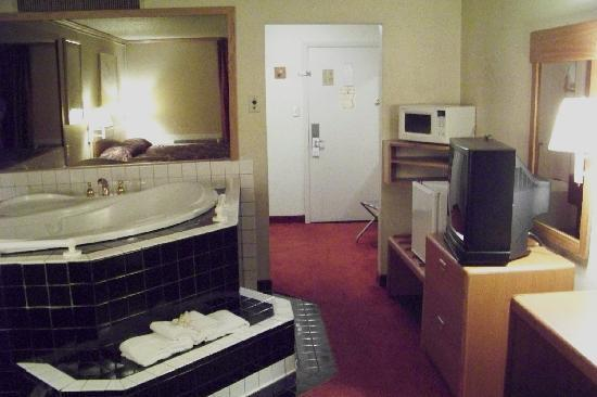 Riverside Inn Racine: Melt away your stress in our Whirlpool Suites!