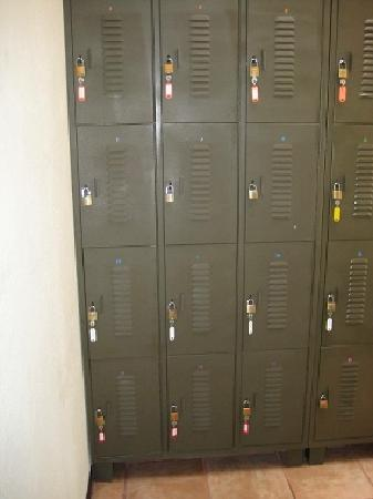 Maleku Hostel: lockers