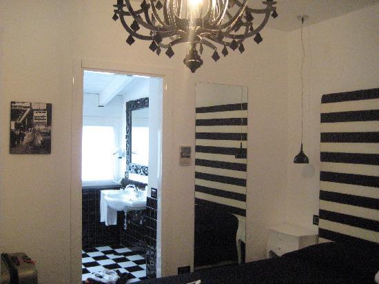 Palazzo Abagnale : Black & White Room