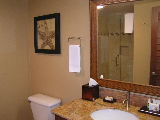 Hotel Indigo San Diego Del Mar: cozy king bathroom, doubled in size from the original, these bathrooms are fabulous