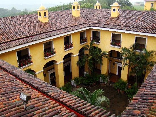 Costa Rica Marriott Hotel San Jose : Inside yard view