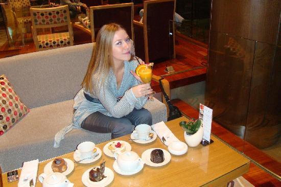 Swissotel Krasnye Holmy Moscow: sweets in lobby bar