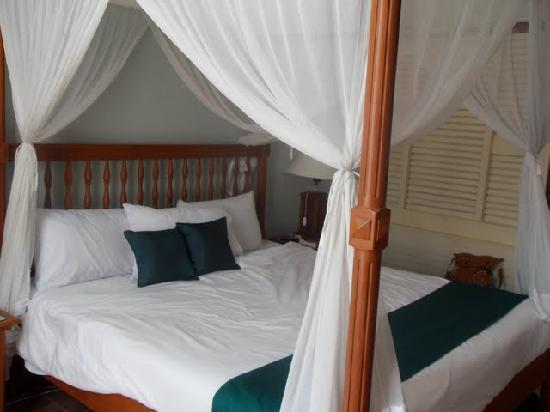 Kunduchi Beach Hotel And Resort: King Bed