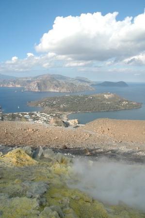 Isola Vulcano, Italy: NUVOLE E VAPORE Panorama isolano (Vulcano-ME, Italia 2007)