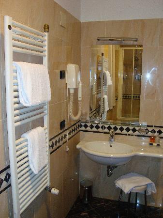 Room 325 - Bathroom