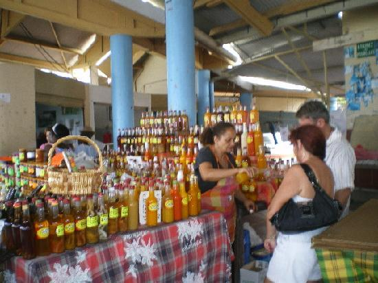 Le Hameau de Beauregard: marché saint anne