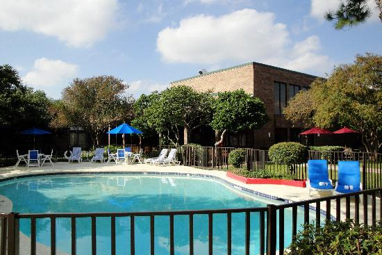 Park Inn by Radisson Houston North & Conference Center: Swimming pool