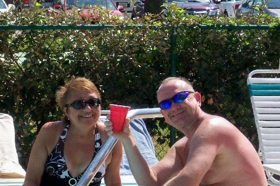 Coral Reef Resort: More good times...friend Bob and me