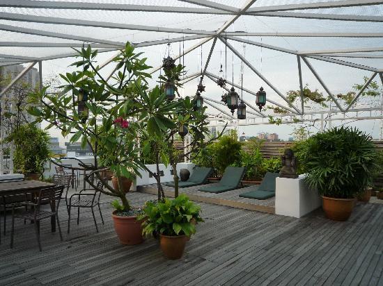แฮงค์เอ้าท์@มิทอีมิลี่: rooftop terrace