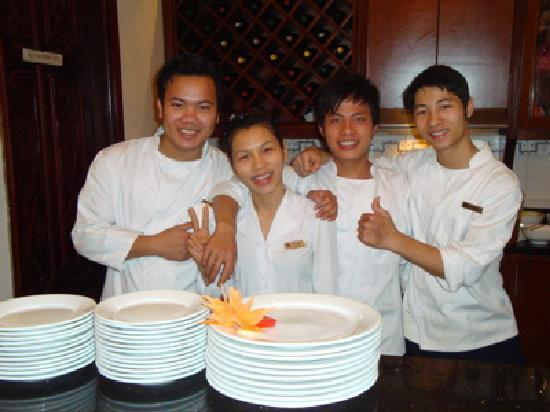 Hanoi City Palace Hotel: Excellent Breakfast Staff