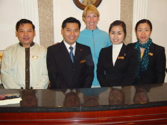 Hanoi City Palace Hotel: Front Desk Staff (PT Phong 2nd from left)