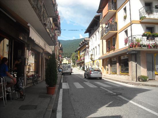 main street in Roana Via Maggiore