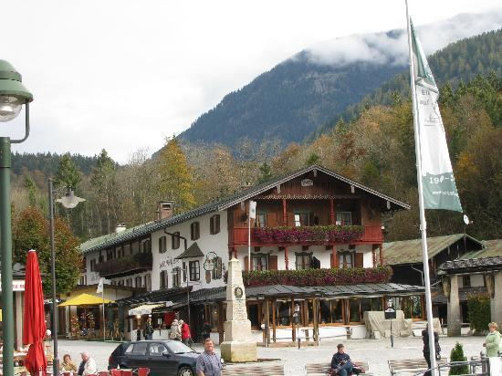 Hotel Königssee: The front of the hotel as seen from the ferry