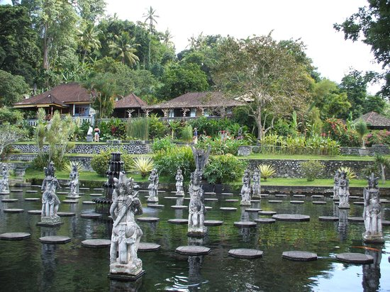 Tirta Gangga: garden