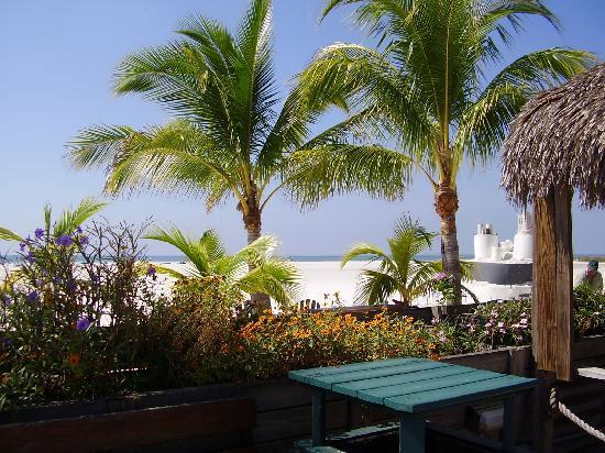 Outrigger Beach Resort: Great Beach