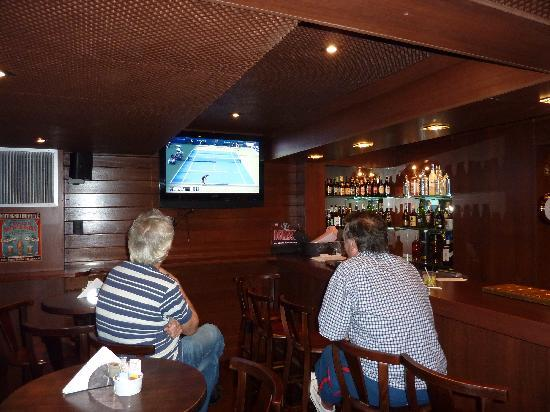 The Black Swan: 4 TV screens for football live