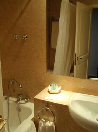 Pousada de Queluz Palace Hotel : お風呂とトイレが別れてます。