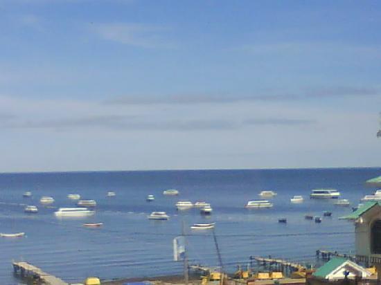Hotel Rosario Lago Titicaca: vista desde la habitacion, a las 10 a.m.
