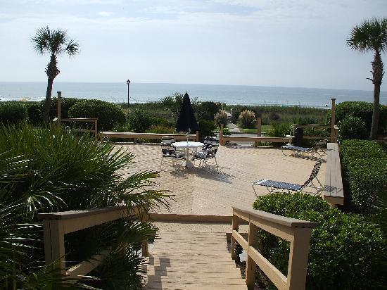 Ocean Forest Villa Resort: Deck