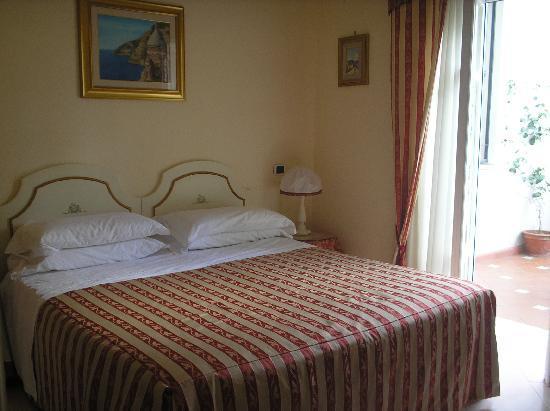 Villa Garden Hotel: one of the ground floor bedrooms