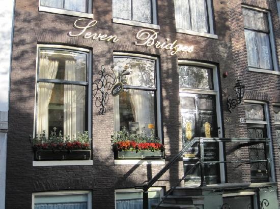 Seven Bridges Hotel - Entrance