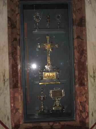 Basilica di Santa Croce in Gerusalemme: the relics
