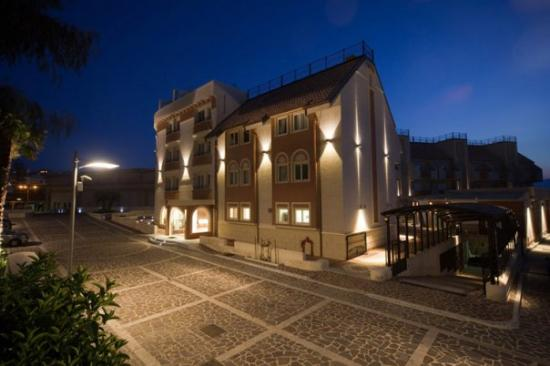 E' Hotel Photo