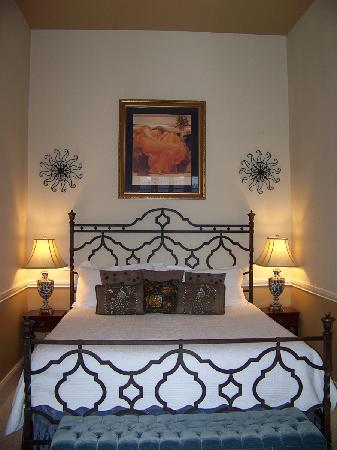 The Firehouse Inn: bedroom