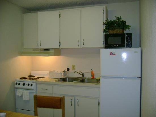 Rodeway Inn Maingate: Kitchen