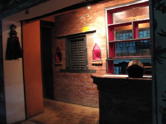 Bhoe Chhen: entrance on 3rd floor