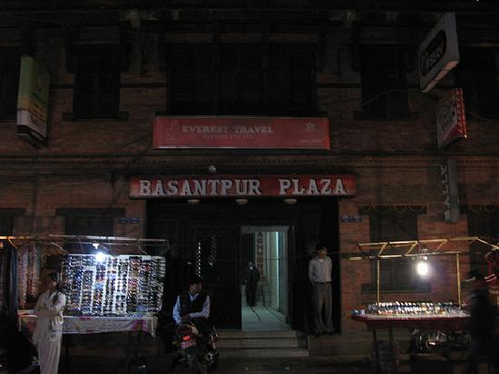Bhoe Chhen: Entrance of the shopping plaze at night