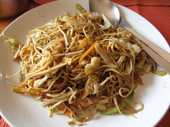 Cafe de Temple: chicken chow mein 200 rupee