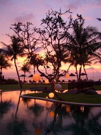 The Samaya Bali Seminyak: Stunning Sunset at the Samaya
