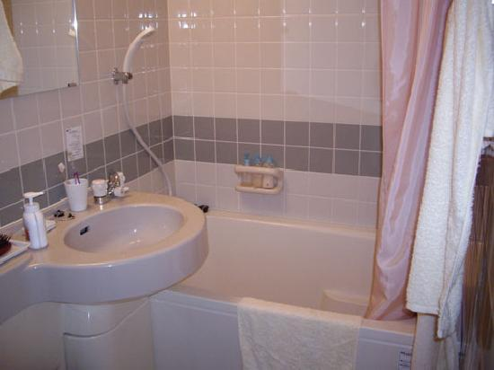 DUO INN: Bathroom