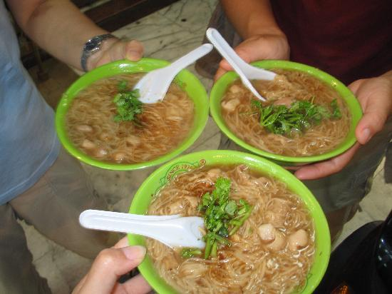 Ay-Chung Flour-Rice Noodle(Ximending): 小碗3つ