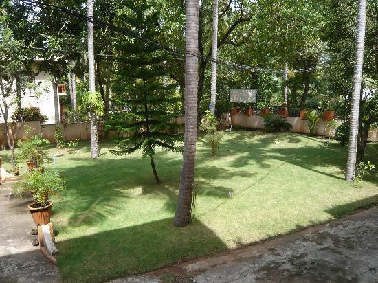 La Exotica Homestay: Garden