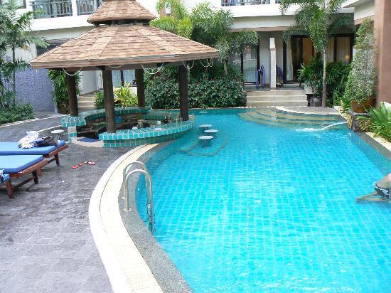 P. P. Palm Tree Resort: The pool bar.