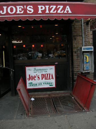 Exterior of Joe's Pizza in the West Village