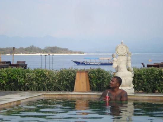 Pesona Beach Resort & Spa : chilling with bro @ resort pendosa in the gili trawangan