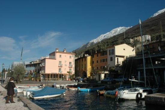 Brenzone Italy  city images : Brenzone Magugnago on Lake Garda, January 2009 Picture of Brenzone ...