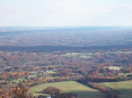 Pilot Mountain, NC: amazing Pilot Mt. view