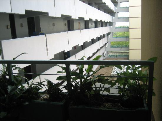 Sheraton Abuja Hotel: Ugliness and darkness everywhere