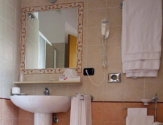 I bagni - Foto di Camere La Mimosa, Assisi - TripAdvisor